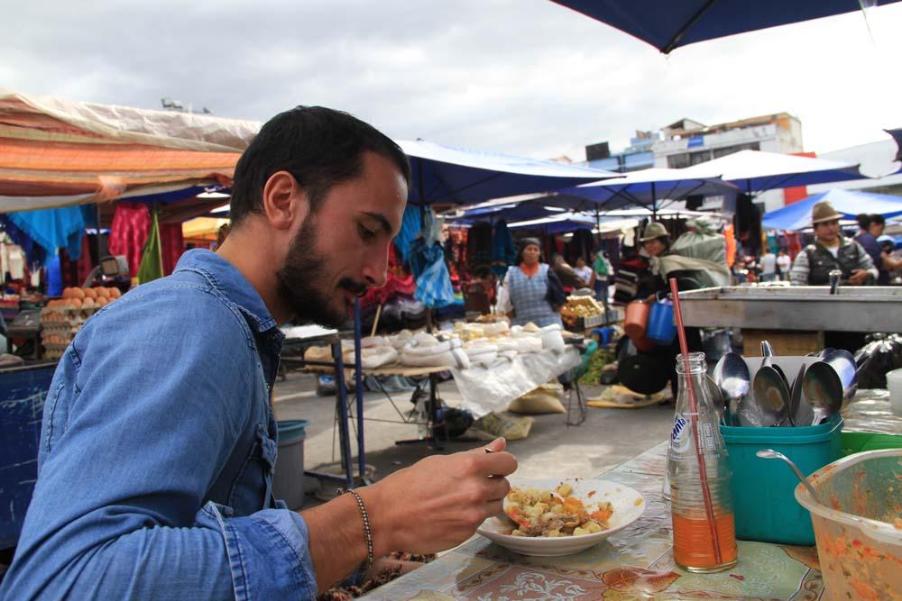 Camille au marché de Otavalo